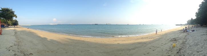 plaża w ECP, a w tle wszechobecne kontenerowce