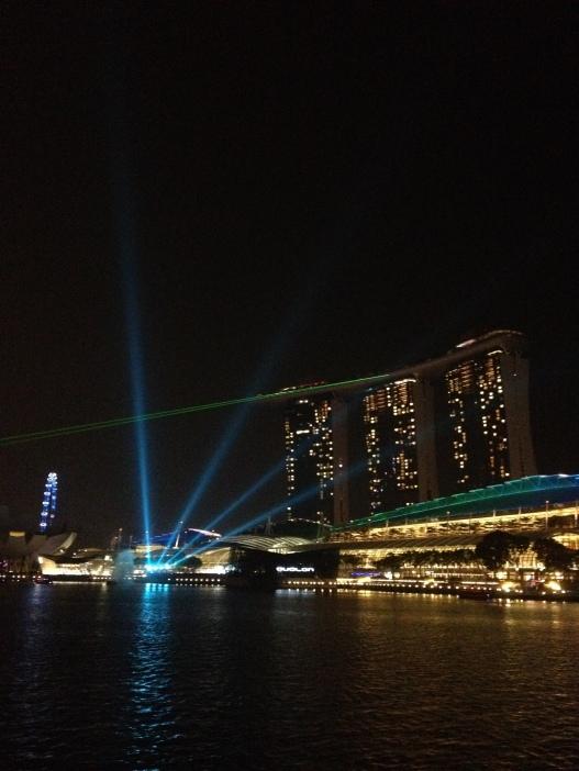 codzienny pokaz laserowy w Marina Bay