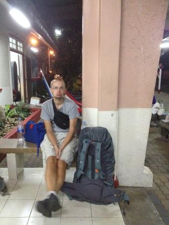 czekamy na pociąg w Chumphon