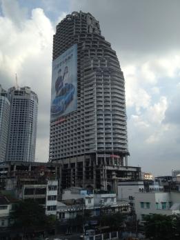 Sathorn Unique Tower, niedokończona inwestycja z końca lat .90 - teraz ma przydomek Ghost Tower
